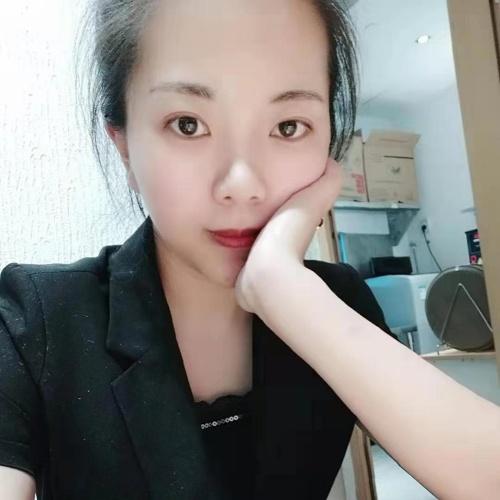 頬杖の中国女性